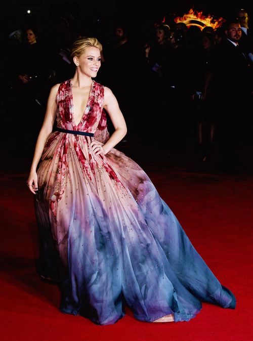 Elizabeth Banks in Ellie Saab