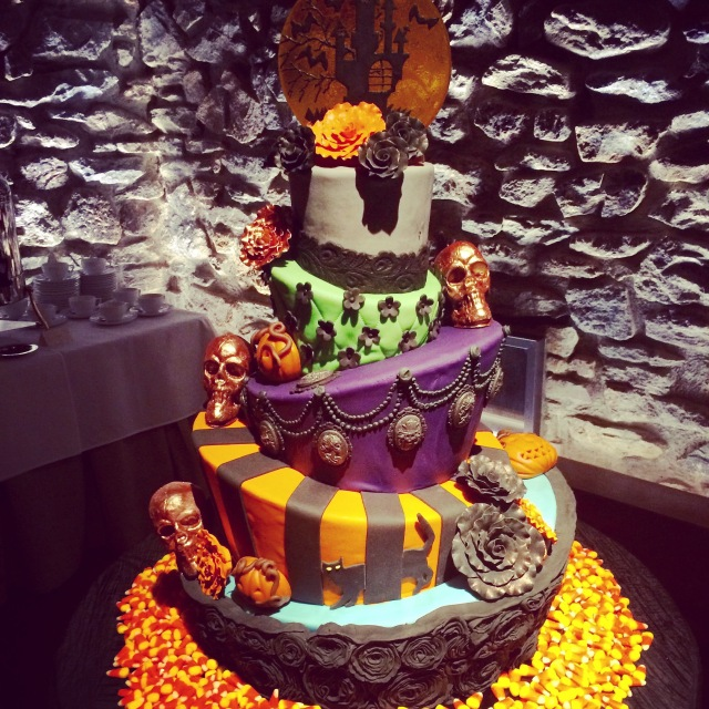 My custom, Halloween wedding cake! <3